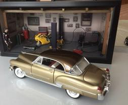 1/18 CADILLAC 1948 HARD TOP FINISHED IN GOLD BODY BROWN ROOF